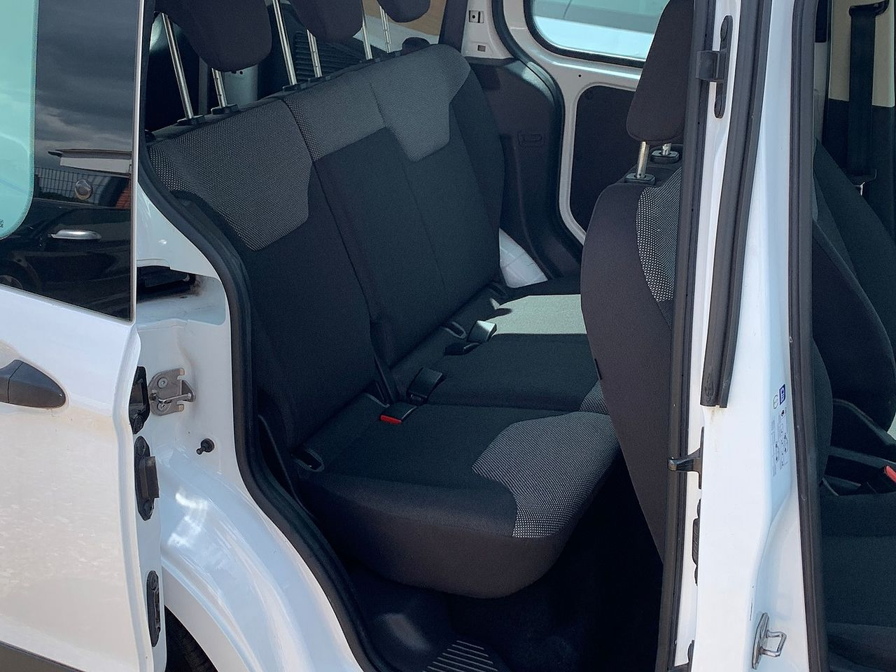 2017 FORD TRANSIT COURIER KOMBI TDCI ECO - Picture 6 of 6