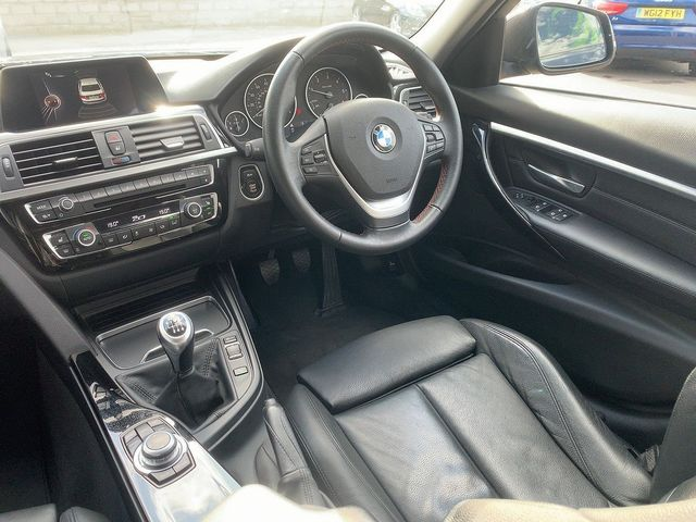 2017 BMW 3 Series 320d Sport - Picture 7 of 11
