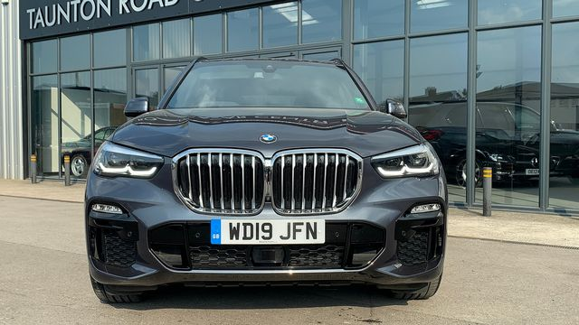 2019 BMW X5 xDrive 30d M Sport - Picture 4 of 27