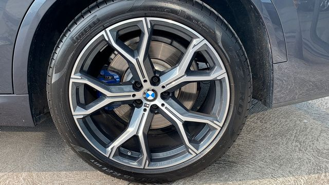2019 BMW X5 xDrive 30d M Sport - Picture 9 of 27
