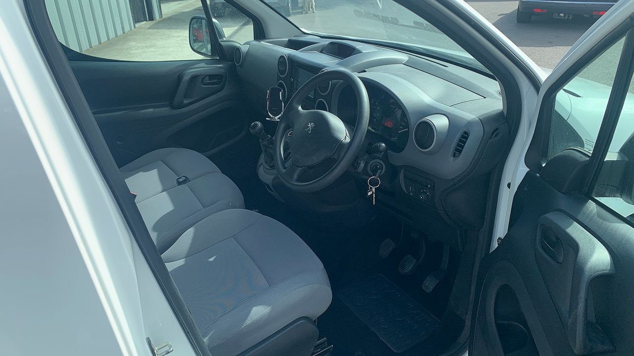 2015 PEUGEOT Partner 1.6HDi 75 Professional L1 - Picture 15 of 19