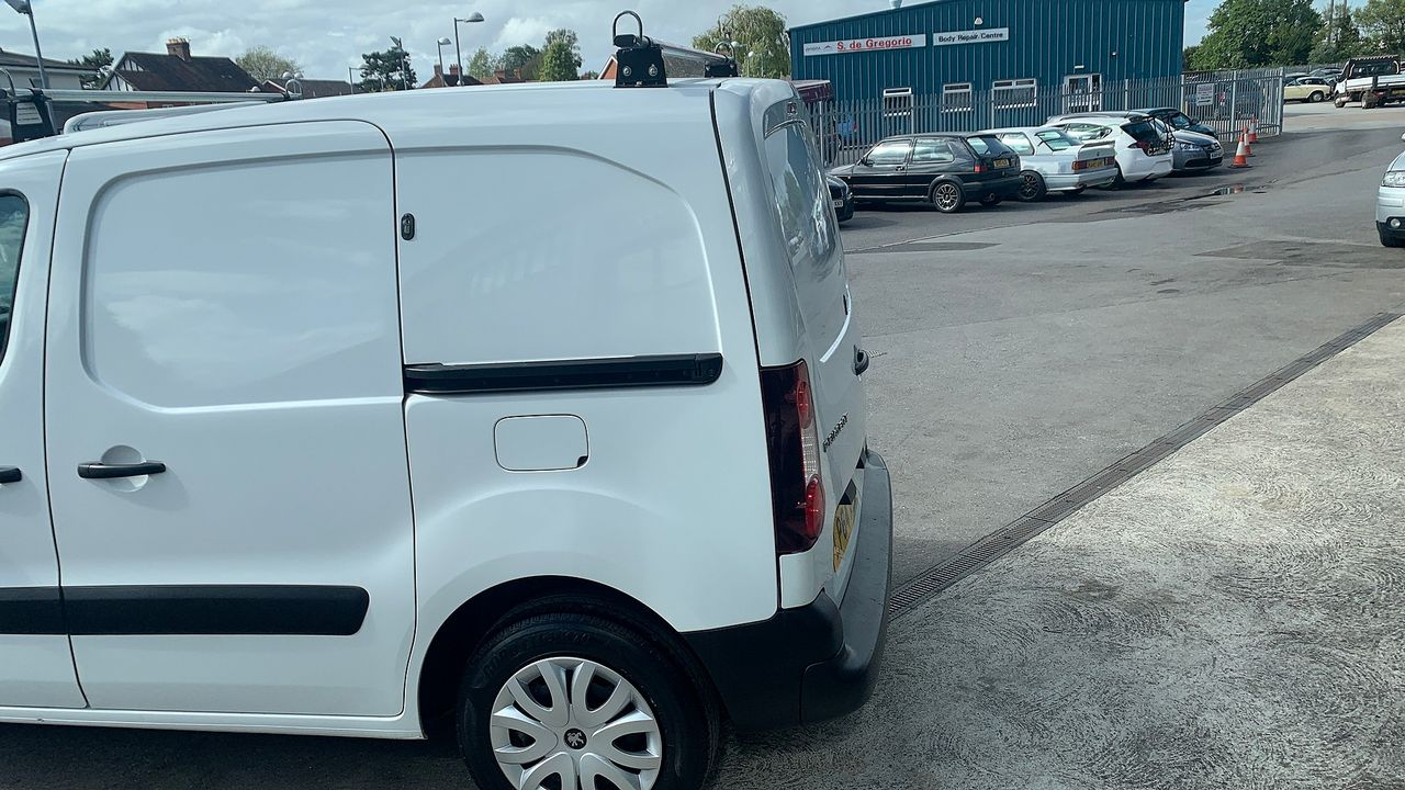 2015 PEUGEOT Partner 1.6HDi 75 Professional L1 - Picture 6 of 19