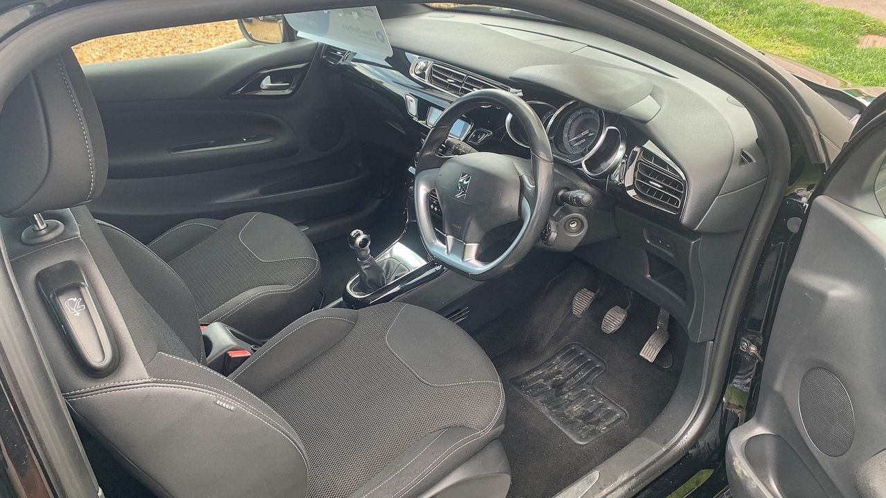 2014 CITROEN DS3 e-HDi 90 Airdream DStyle - Picture 5 of 7