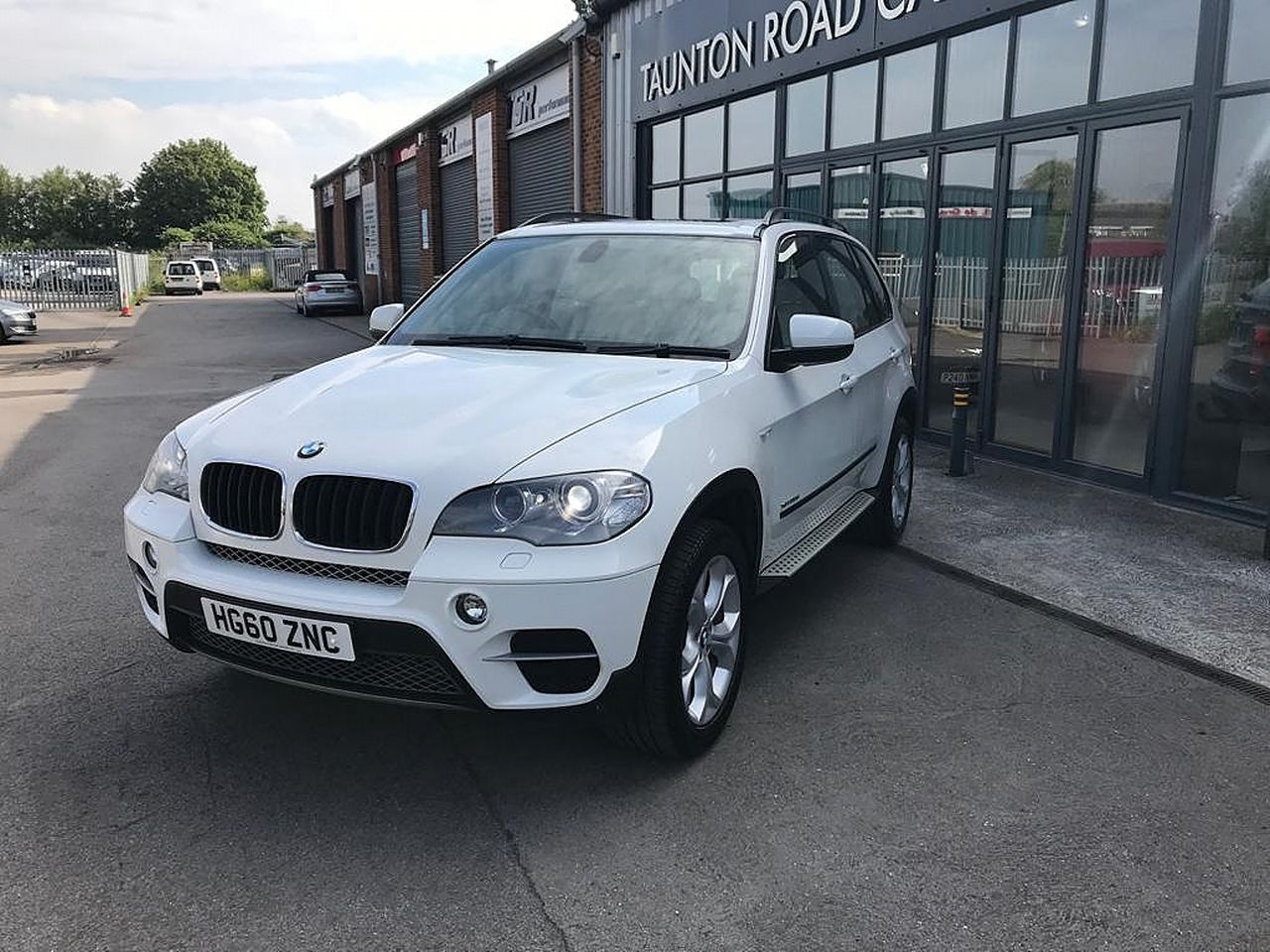 2011 BMW X5 xDrive30d SE - Picture 2 of 12