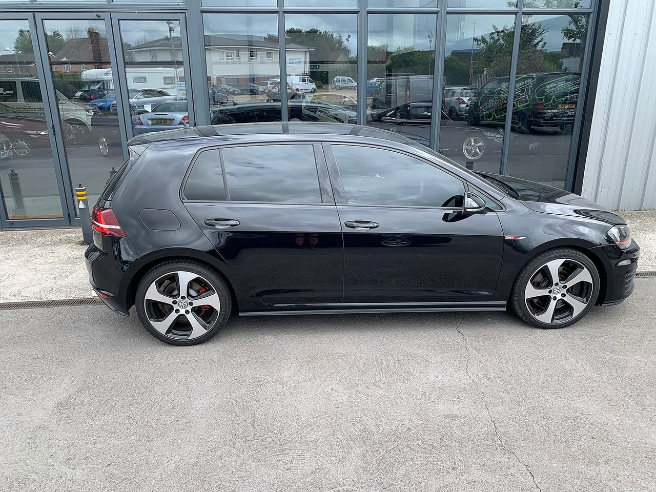 2015 VOLKSWAGEN Golf GTI 2.0 220PS TSI - Picture 3 of 10