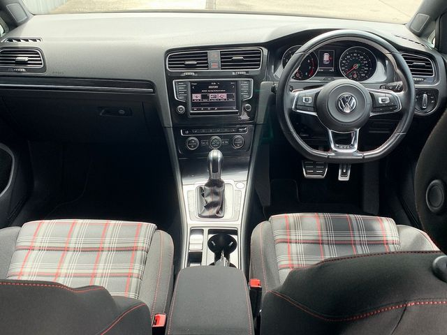 2015 VOLKSWAGEN Golf GTI 2.0 220PS TSI - Picture 7 of 10