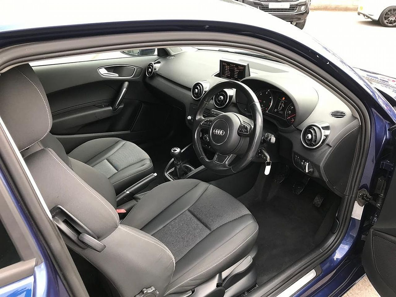 2011 AUDI A1 1.6 TDI Sport 105PS - Picture 11 of 19