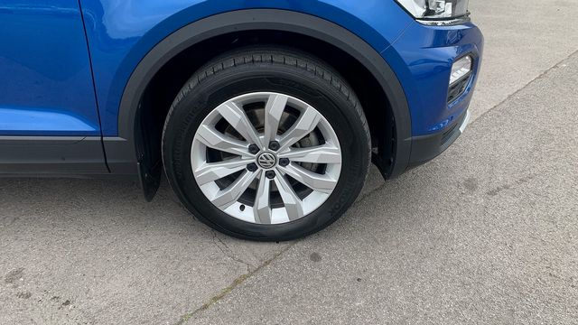 2018 VOLKSWAGEN T-Roc SE 1.6 TDI 115 PS 6-speed manual - Picture 11 of 21