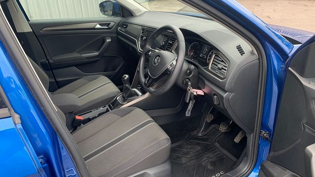2018 VOLKSWAGEN T-Roc SE 1.6 TDI 115 PS 6-speed manual - Picture 15 of 21