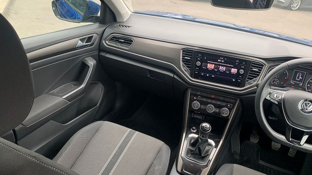 2018 VOLKSWAGEN T-Roc SE 1.6 TDI 115 PS 6-speed manual - Picture 16 of 21