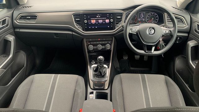 2018 VOLKSWAGEN T-Roc SE 1.6 TDI 115 PS 6-speed manual - Picture 18 of 21