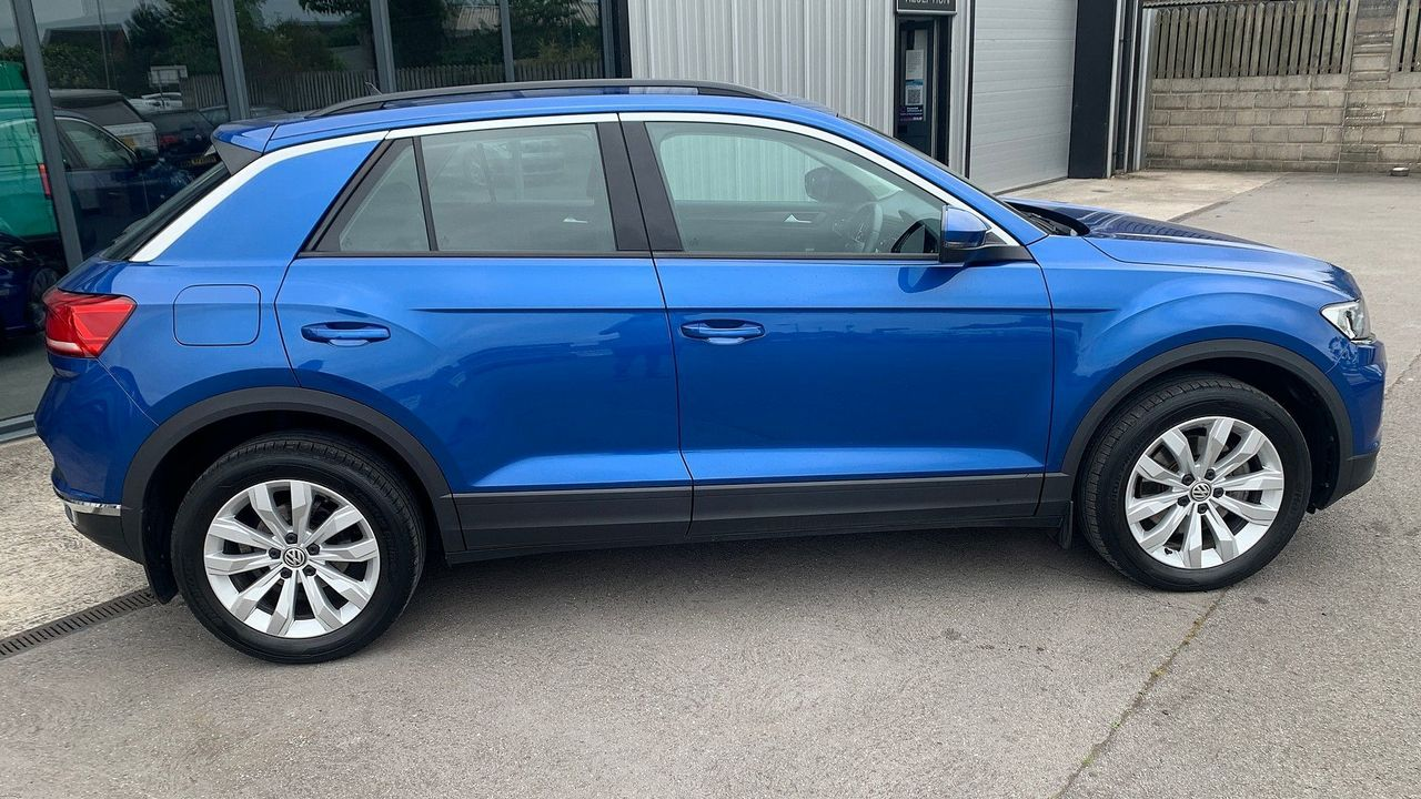 2018 VOLKSWAGEN T-Roc SE 1.6 TDI 115 PS 6-speed manual - Picture 4 of 21