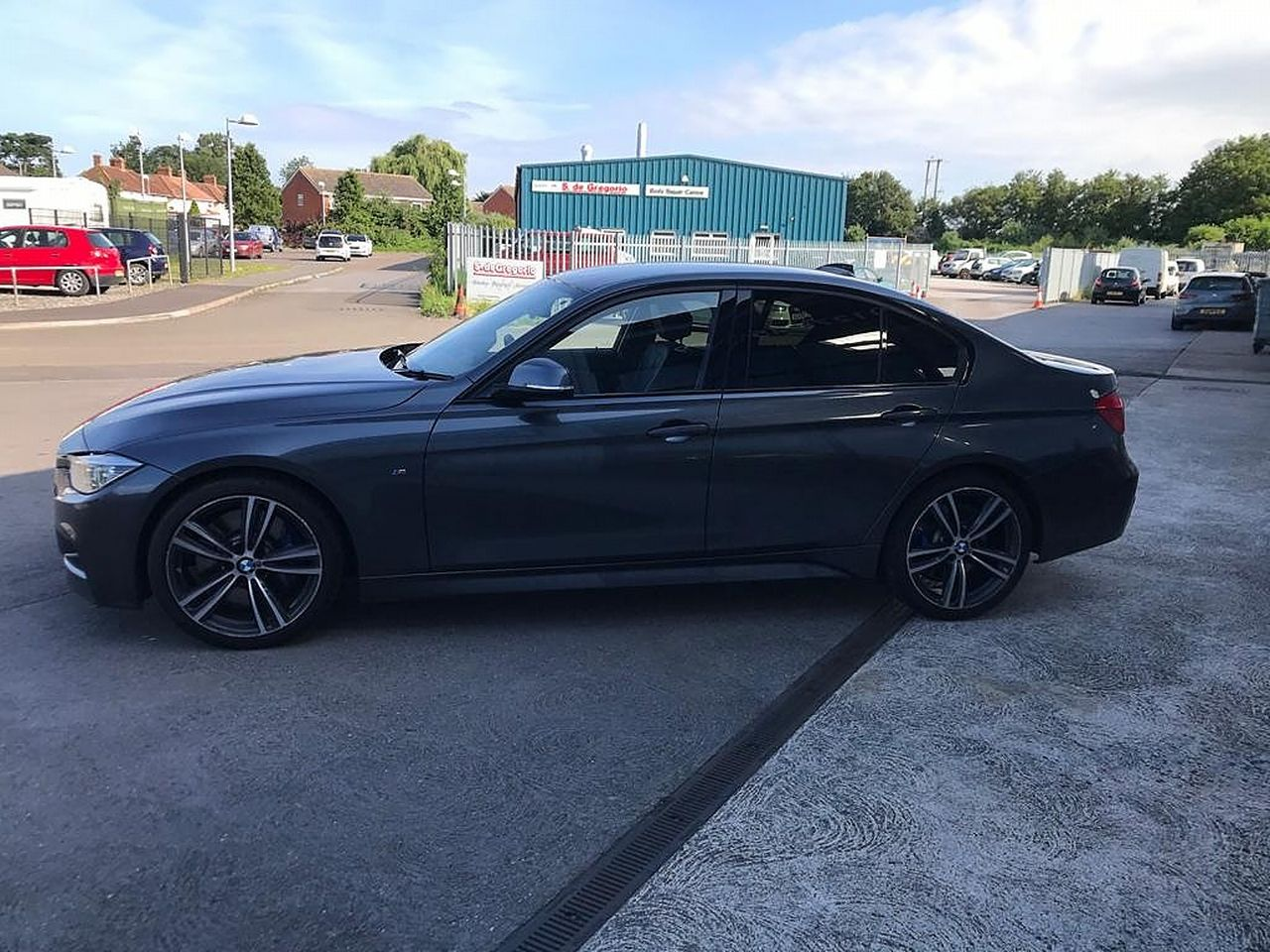 2017 BMW 3 Series 330d M Sport - Picture 9 of 14