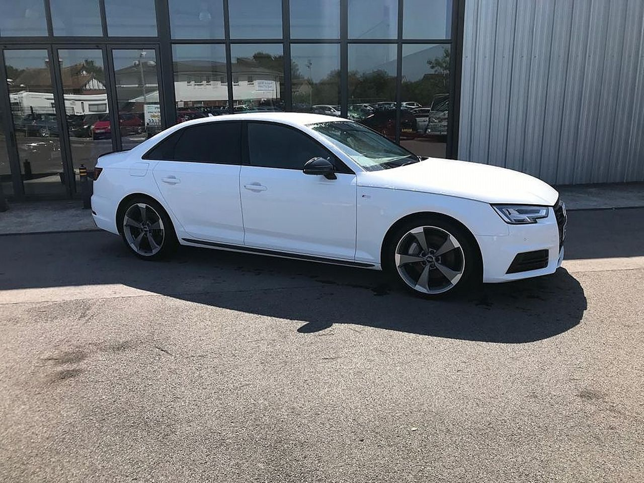 2017 AUDI A4 Black Ed 2.0 TFSI 252PS quattro S tronic - Picture 1 of 17