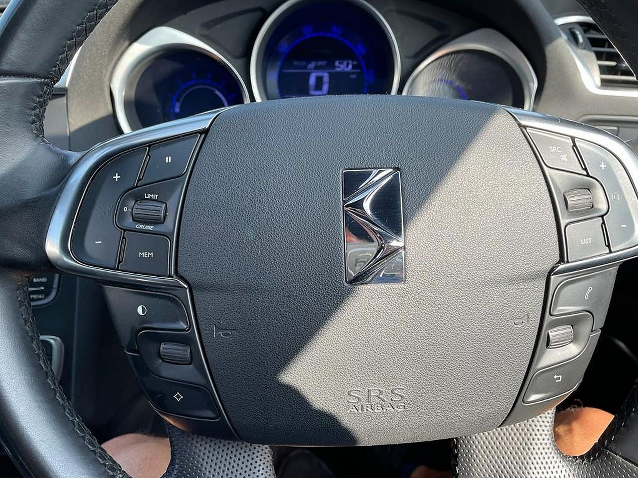 2013 CITROEN DS4 DStyle e-HDi 115 Airdream EGS6 - Picture 10 of 13