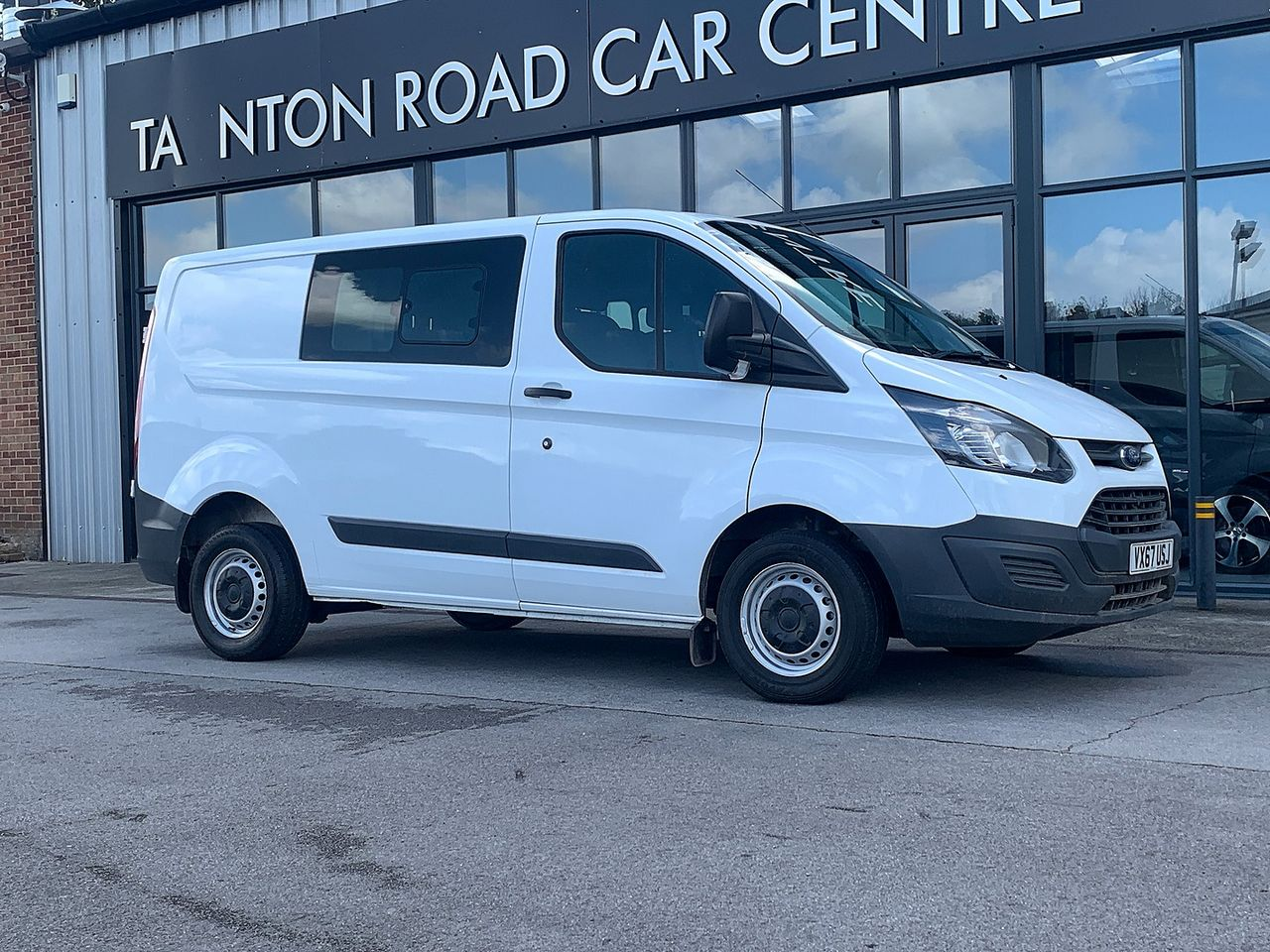 2017 FORD Transit Custom Crew Cab 2.0TD 105PS 270 FWD L1 - Picture 1 of 11
