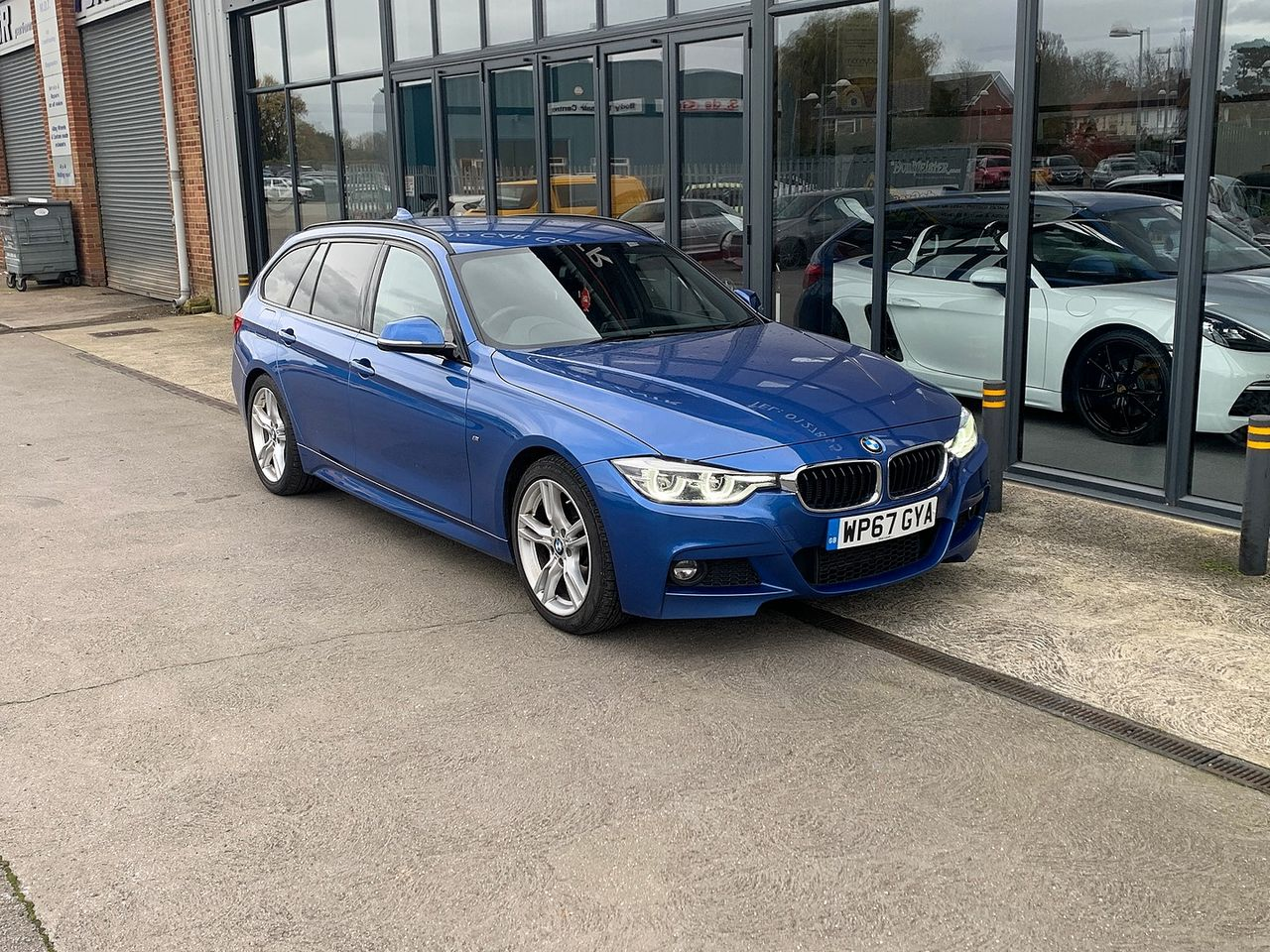 2017 BMW 3 Series  320d M Sport - Picture 2 of 10